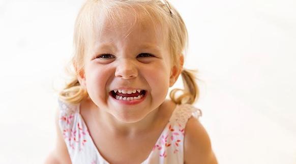 Ребенок кусается: причины такого поведения, и как это прекратить