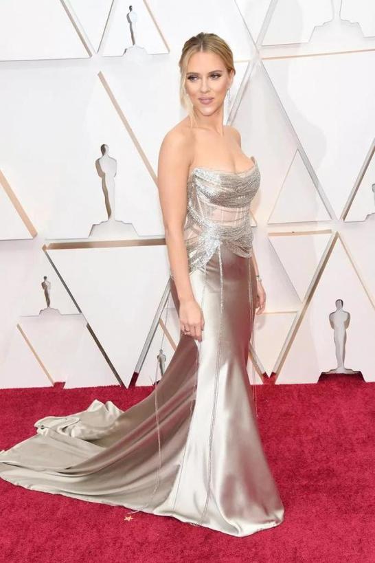 Оскар  с брачным акцентом: многие звезды выбрали платья, которые легко спутать со свадебными