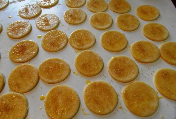 Вкус детства... Бабушка печет вкусное хрустящее печенье на основе аммония