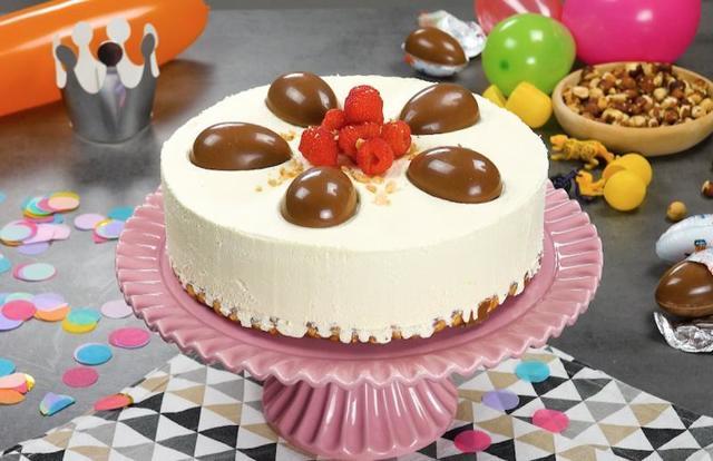 Необычный торт с малиной, мороженым и шоколадом Kinder украсит любой праздник