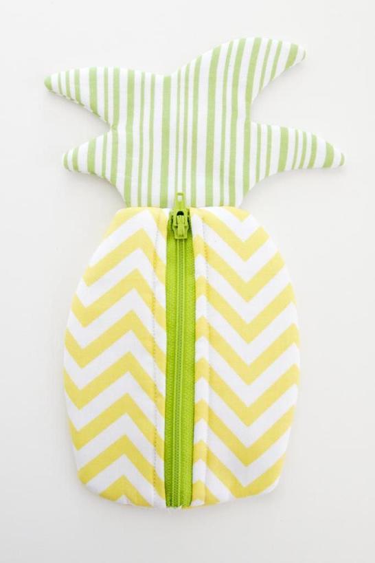 Веселый ананас: как сшить яркую косметичку своими руками