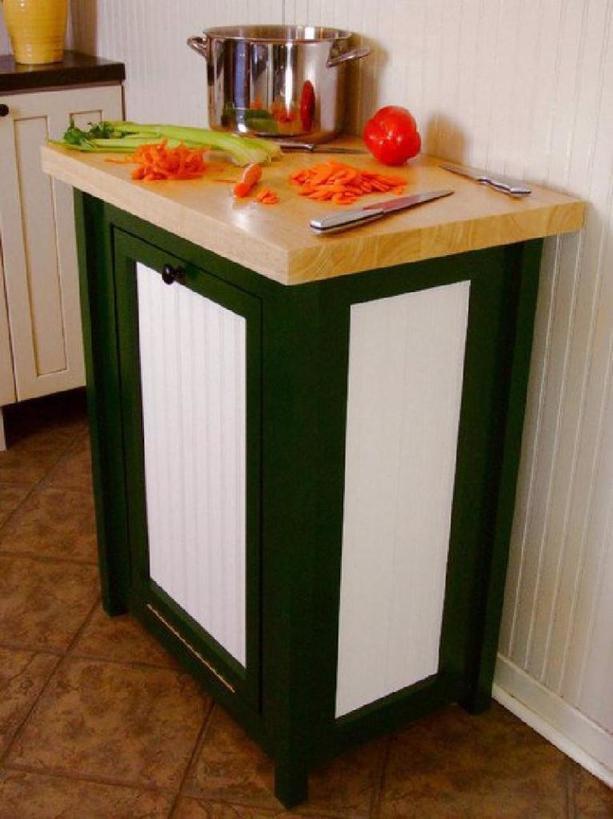 Муж сделал тумбочку со встроенным ведром и разделочной столешницей: очень удобно и на кухне чистота