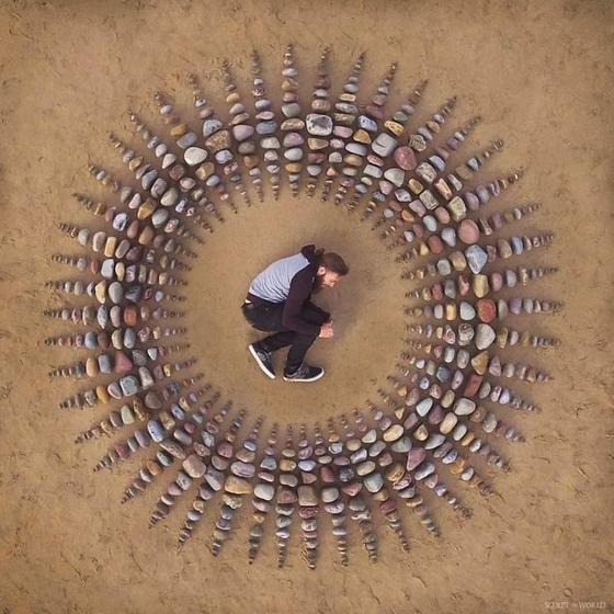 Художник расставляет камни в потрясающих узорах на пляже. 30 фото