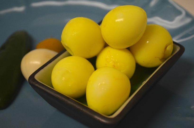 Сварила желтые яйца в специях. Получилось симпатично и вкусно: рецепт приготовления