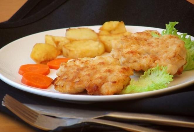 Оладьи и мясные пальчики. 10 самых оригинальных и простых блюд из курицы