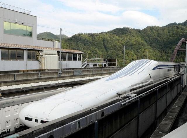 Левитирующий поезд в Японии будет мчать на скорости 500 км/час между городами