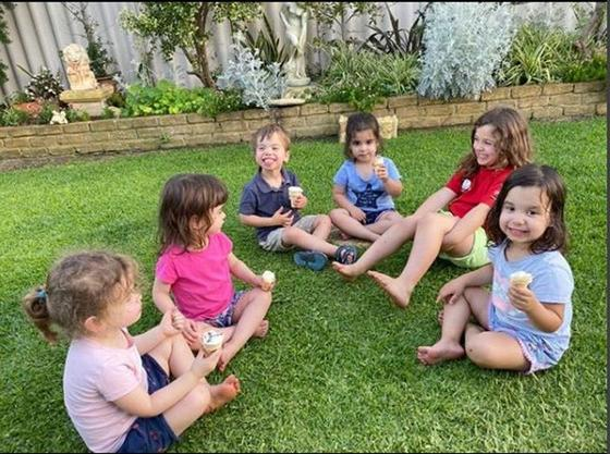 Мама восьмерых детей поделилась советами воспитания: от кормления до оказания первой помощи