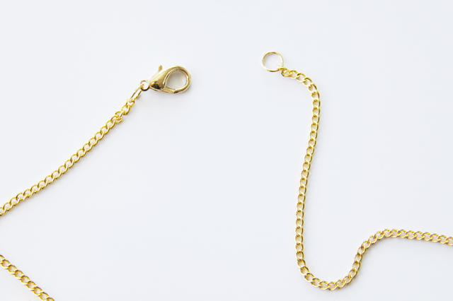 Стильный аксессуар за 30 минут: как сделать красивое цветочное ожерелье своими руками