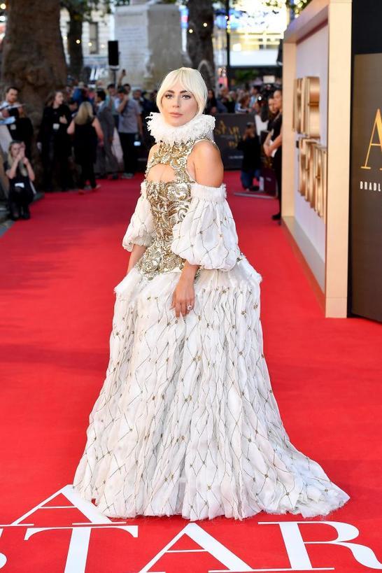 Леди Гага знает, как обратить на себя внимание: культовые образы певицы на красной дорожке (фото)