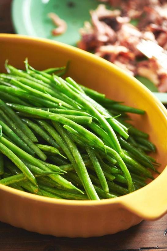 Самый простой овощной гарнир. Отвариваю стручковую фасоль и делаю заправку из меда и горчицы