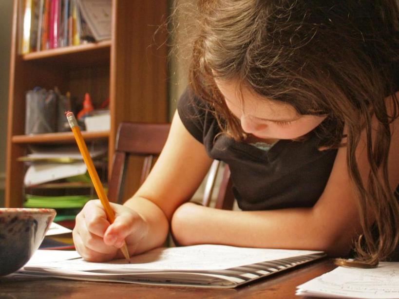 Объяснить ситуацию детям: как работать из дома с детьми. Советы от фрилансера Николь Родер