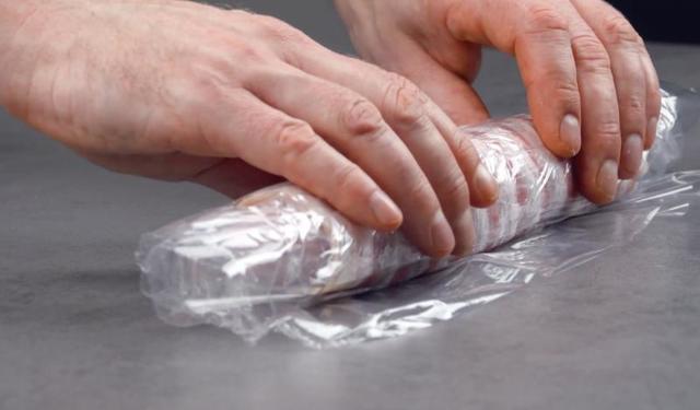 Как приготовить хот-дог на гриле: простой рецепт из колбасы, сыра, кусочков бекона и жареного перца