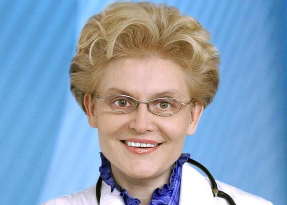 Весь мир сошел с ума от «насморка»: Елена Малышева советует забрать детей от бабушек и дедушек и спокойно ждать вакцину