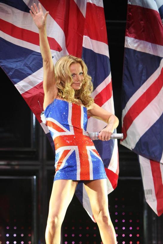 Культовое платье Spice Girls, которое произвело революцию в мире, продано с аукциона за 45 000 евро
