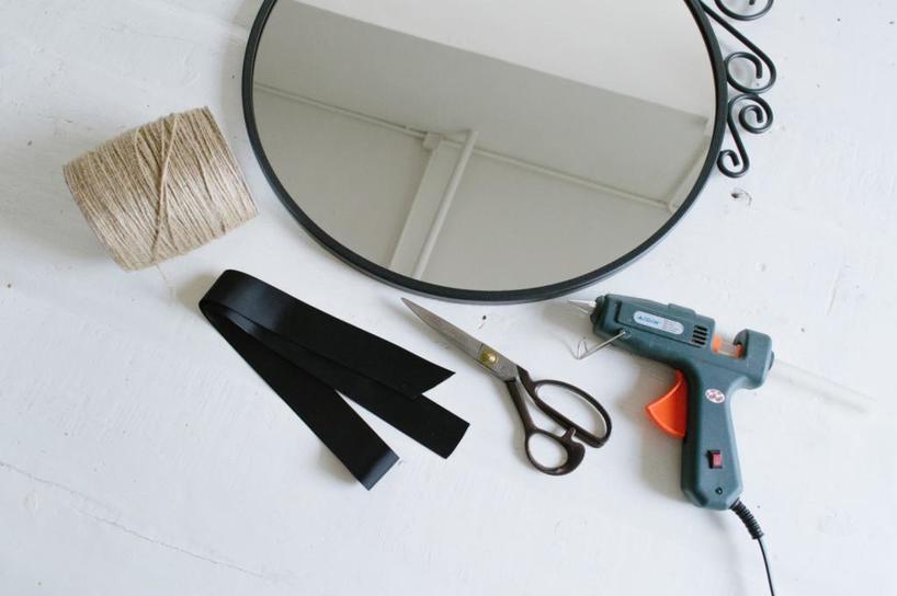 Простой способ преобразить скучное зеркало: делаем бахрому из бечевки