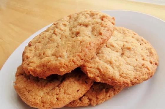 Арахисовое печенье всего из 3 ингредиентов (получается лакомство вкуснее, чем у именитых производителей): домашний рецепт