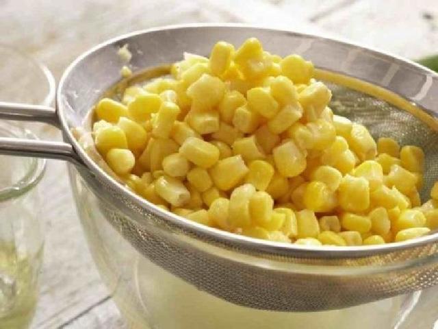 Этому рецепту меня научила золовка: аппетитные сдобные булочки со сладкой кукурузой и ветчиной