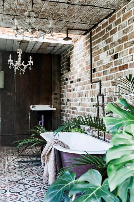 Смелые решения: делаем стильный ремонт в ванной с помощью узорной плитки