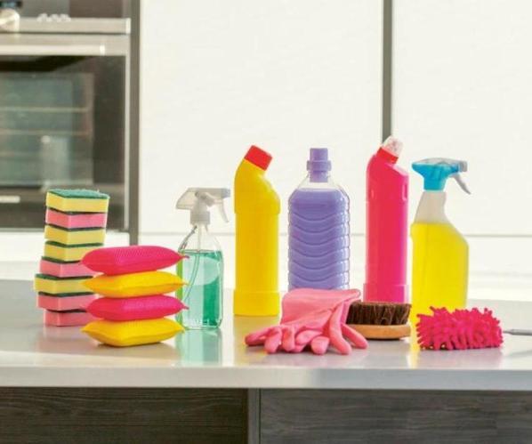 Как убрать известковый налет, следы от лака для ногтей, отпечатки тональника: полезные советы от опытной домохозяйки