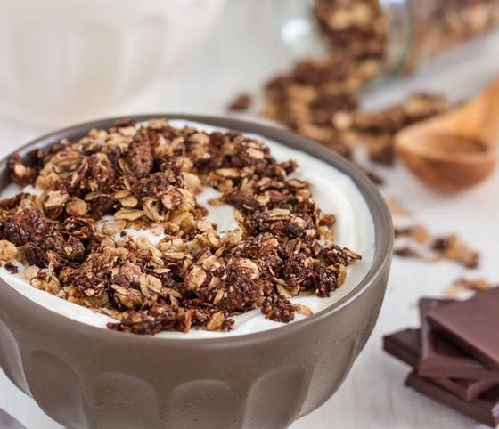 Дети обожают шоколадную гранолу на завтрак: я решила готовить ее дома, только из полезных ингредиентов