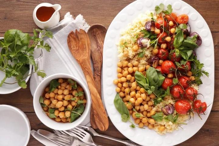 Готовлю меньше часа вкусное блюдо из проса, нута и помидоров. Рецепт приготовления