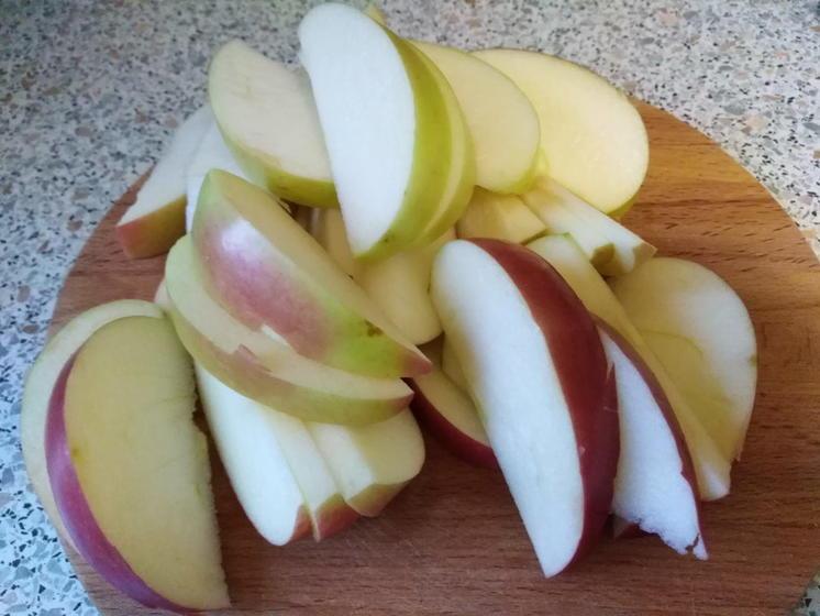 Курицу и пару яблок превращаю в сытную, очень вкусную запеканку (рецепт для ленивых и занятых)