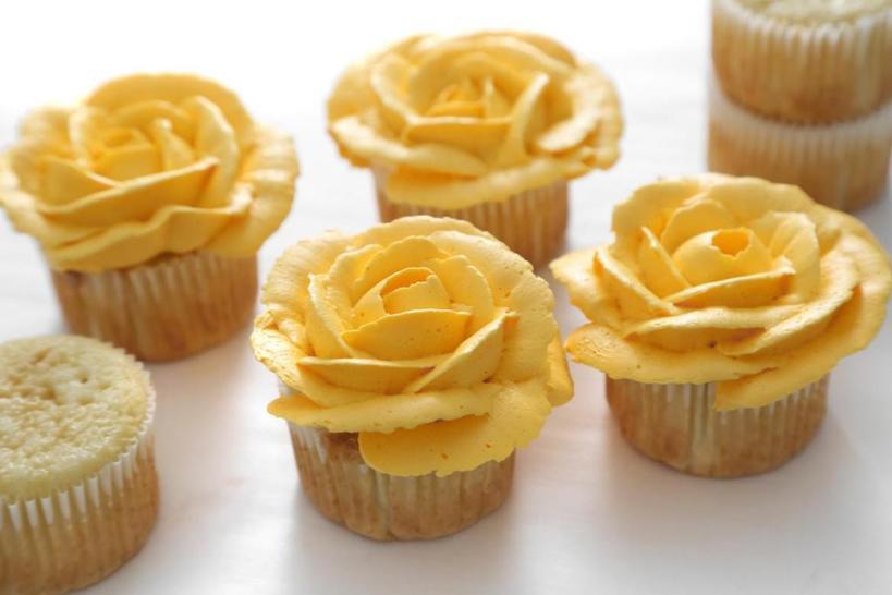 Несколько способов, как можно красиво украсить кексы кремом: просто, но выглядит эффектно