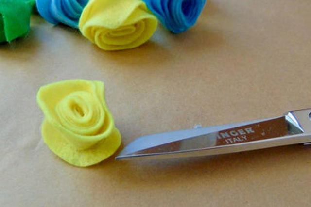 Войлочные цветы для декора одежды и интерьера: пошаговые фото с инструкцией