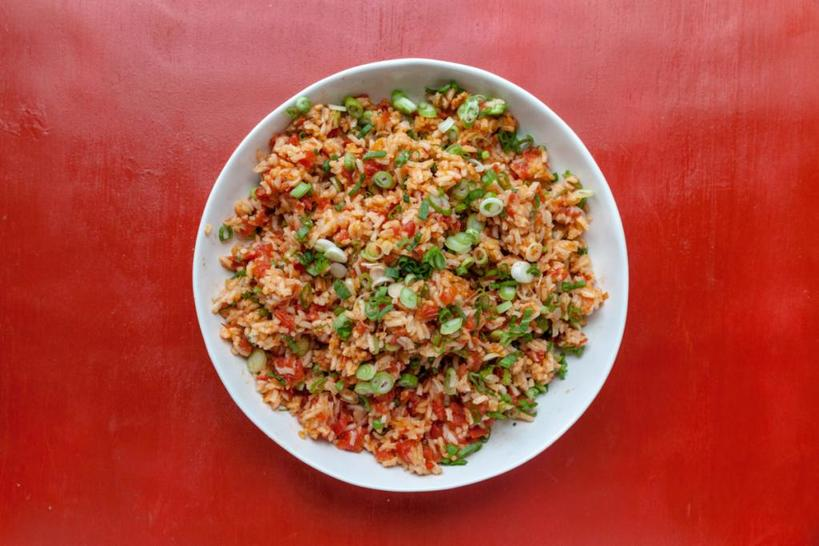 Не люблю рис с мясом. Готовлю его с овощами, такими как помидоры и лук-шалот