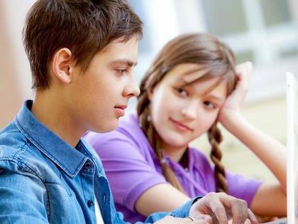 Как сделать так, чтобы мальчики тебя обожали: мудрость от девочки-подростка, работающая и на взрослых мужчинах