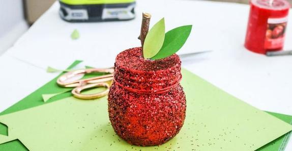 Можно украсить дом или кому-то подарить: делаем красивую свечу-яблоко своими руками