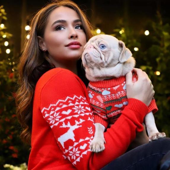 Здоровый, счастливый и розовый: необычный пес прославился благодаря несвойственному для собак окрасу