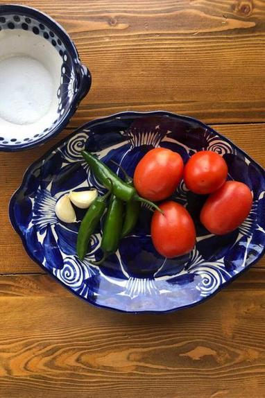 Простой и быстрый рецепт популярного соуса сальса. Понадобятся всего 4 ингредиента