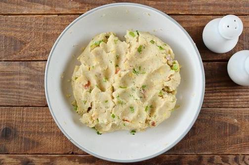 Из картофеля и яиц выпекаю красивые  гнезда . Рецепт вкусного весеннего блюда