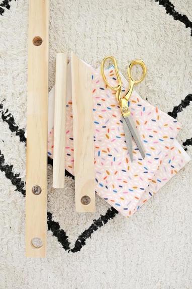 Игрушка для девочки своими руками: как сделать коляску для кукол из пары досок и ткани