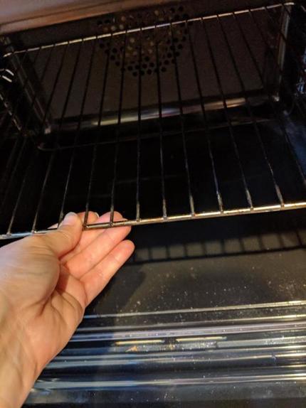 Для меня отмывание решеток из духовки больше не проблема: теперь на их чистку уходит минимум сил