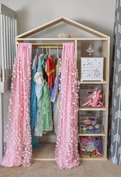 Для настоящей модницы: как сделать гардероб в виде домика в детскую комнату