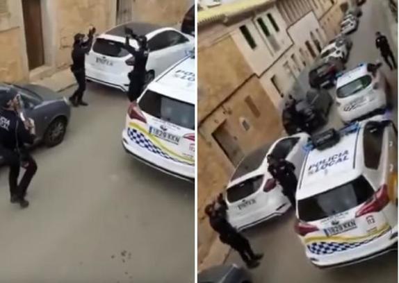 Полицейские Испании танцуют и поют на улице, чтобы подбодрить местных жителей