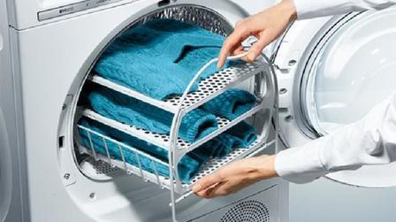 Как из старых футболок просто и дешево сделать ароматизированные салфетки для сушильных машинок