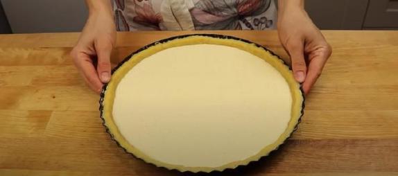 Начался сезон клубники - самое время приготовить нежный пирог с любимой ягодой и кремом