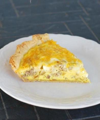 Вместо простых бутербродов готовлю пирог с сосисками и сыром: разлетается мигом