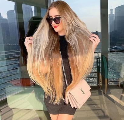 Длинноволосая блондинка рассказала свои секреты: она подстригает волосы раз в четыре месяца, и не только