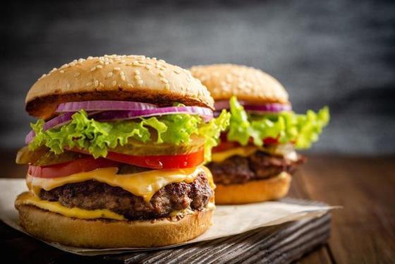 Для любителей гамбургеров есть хорошая новость: их можно сделать полезными и есть даже на диете