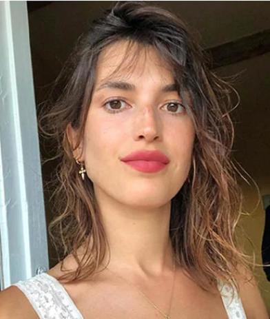 Пигментированная помада, естественный румянец: хитрости и секреты, которые помогают мне создать образ парижанки