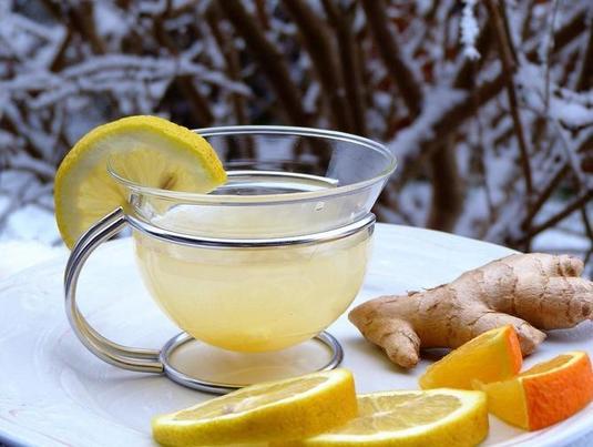 Поднимает настроение, наполняет энергией и сжигает лишние килограммы: чудо-смесь из редьки, лимона и корицы