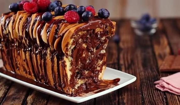 Торт  Аккордеон  с ягодами и шоколадом: рецепт