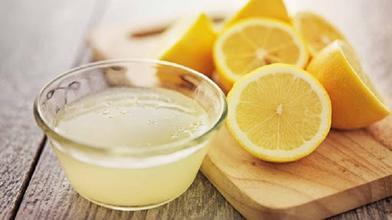 Прежде чем выжать сок из лимона, сестра кладет его в микроволновку: узнав причину, начала делать так же