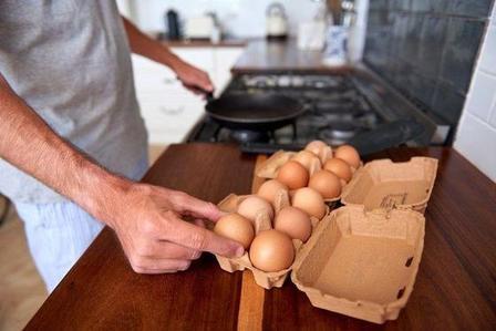 Использование чугунной сковородки. Самые распространенные ошибки при приготовлении яиц