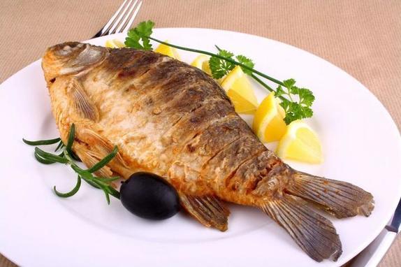 С сахаром, имбирем, белками: 3 способа пожарить рыбу, о которых многие не знали