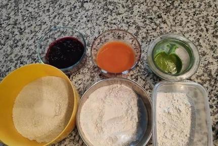 Трехцветное тесто из свеклы, моркови и шпината: готовим сочную пиццу
